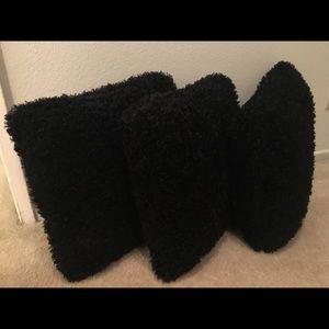 Accessories - 🌺⚠️ 3 Black throw pillows.